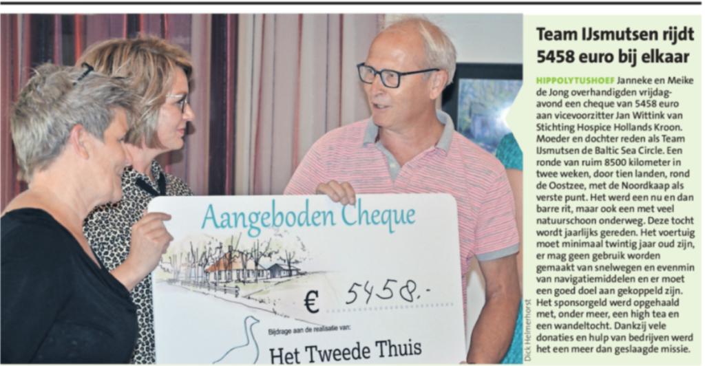 Overhandiging cheque team IJsmutsen aan Hospice voorzitter Jan Wittink.