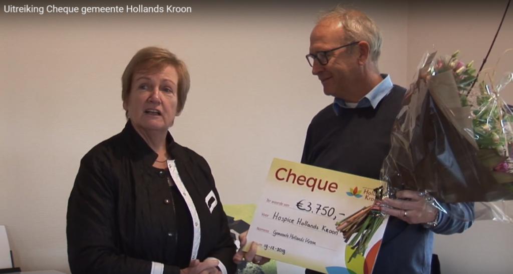 Cheque gemeente Hollands Kroon aan hospice Het Tweede Thuis